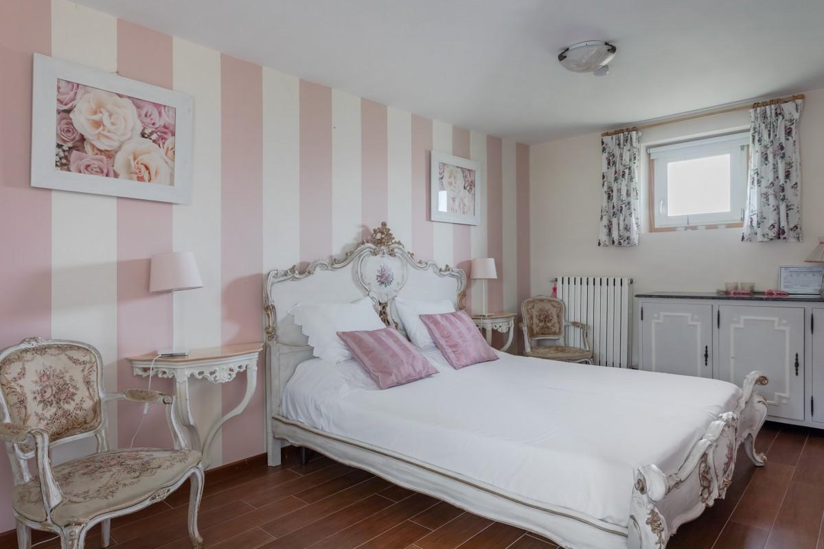 Слика Соба са ружама