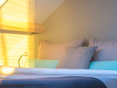 Soba za posteljo