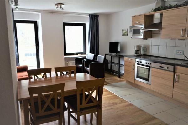 Byt. 2 os. 1x pokoj a obývací pokoj s balkonem a výhledem na Moselle