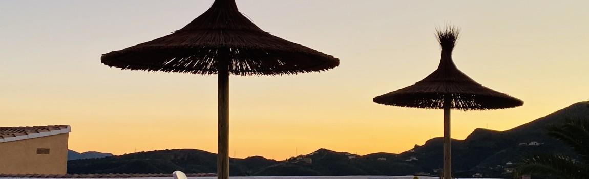 Geniet van elkaar en van de meest romantische zonsondergang van Spanje